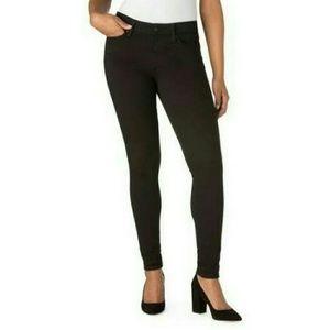 Ladies signature skinny jeans ..